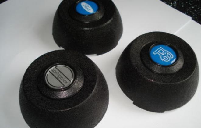 RS1600 wheel centre caps.JPG