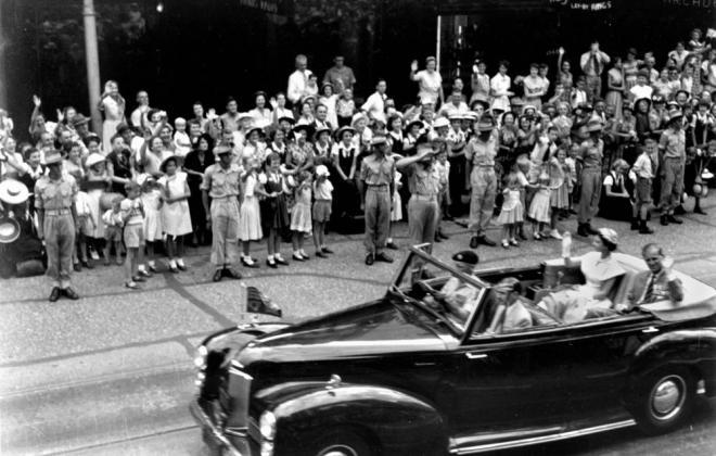 Royal Tour 1952 Humber Pullman Cabriolet 1.jpg