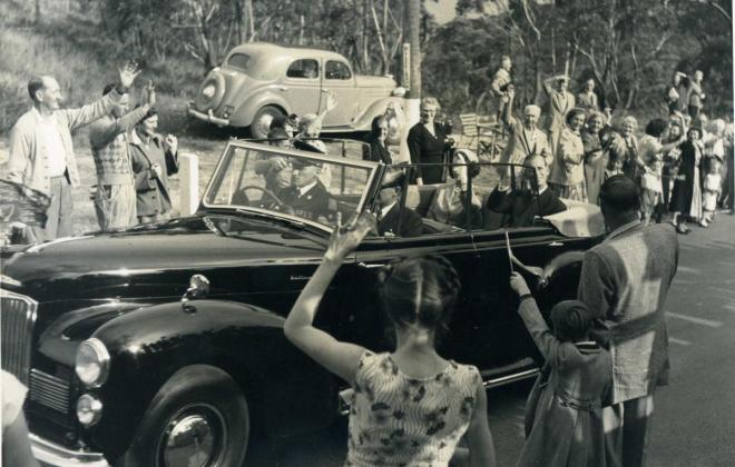 Royal Tour 1952 Humber Pullman Cabriolet 3.jpg