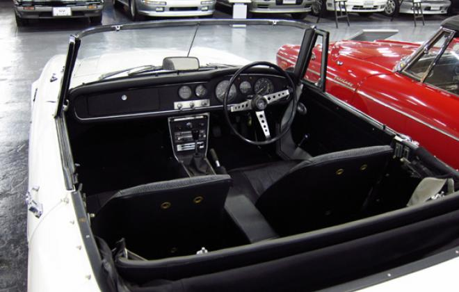 Seats with no headrest and RHD.jpg