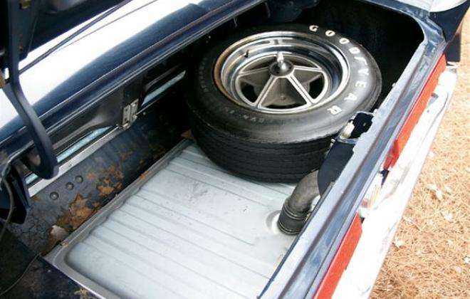 Shelby GT 500 boot 1967.jpg