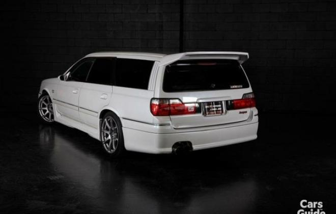 Silky Snow Pearl White Nissan Stagea 260RS (2).jpg