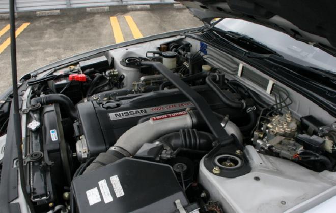 Silver Nissan GTR R32 V-Spec II 1994 engine bay.png