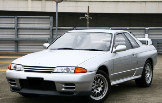 Silver Nissan GTR R32 V-Spec II.png