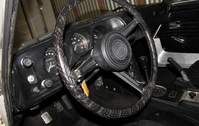 Steering wheel with crash pad.jpg