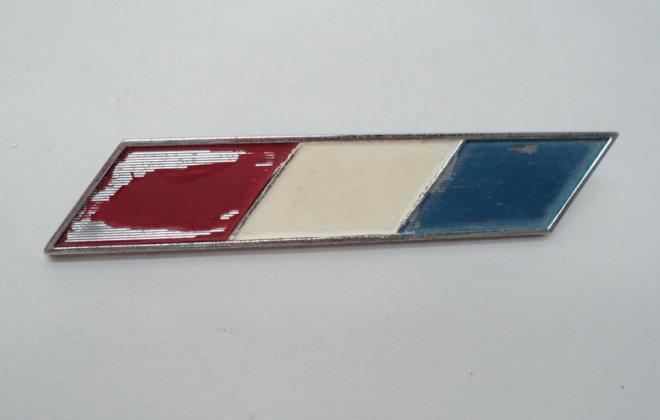 Studebaker Daytona 1965 front fender side badge red white blue.png