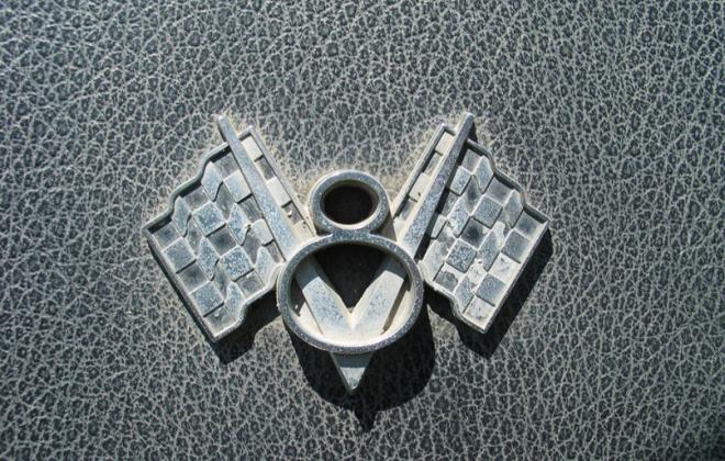 Studebaker V8 emblem Sports sedan daytona c pillar badge.png