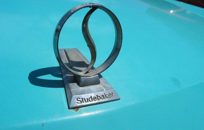 Studebaker hood emblem.png