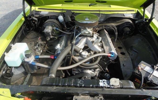 Torana SLR 5000 engine.jpg
