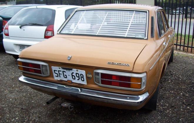 Toyota Corona 1971 reat tail lights.jpg