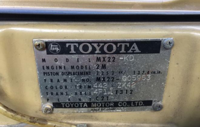 Toyota Corona MK2 coupe 1974 Gold Metallic images (6).JPG