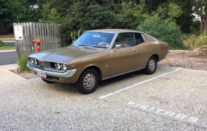 Toyota Corona MK2 coupe 1974 Gold Metallic images (9).JPG