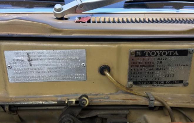 Toyota Corona MK2 coupe 1974 Gold Metallic images (5).JPG