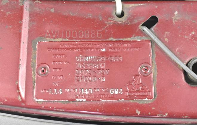 Two tone 1981 VH commodore SL-E VIN plate (1).jpg