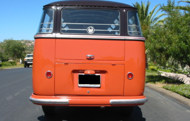 US-spec large tail lights Volkswagen Deluxe Microbus.png