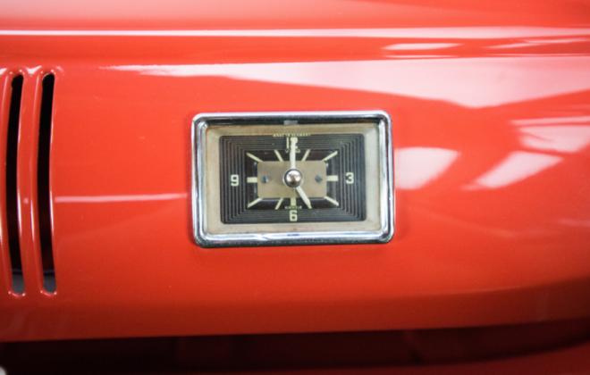 Volkswagen Deluxe Microbus dashboard instruments clock (1).png