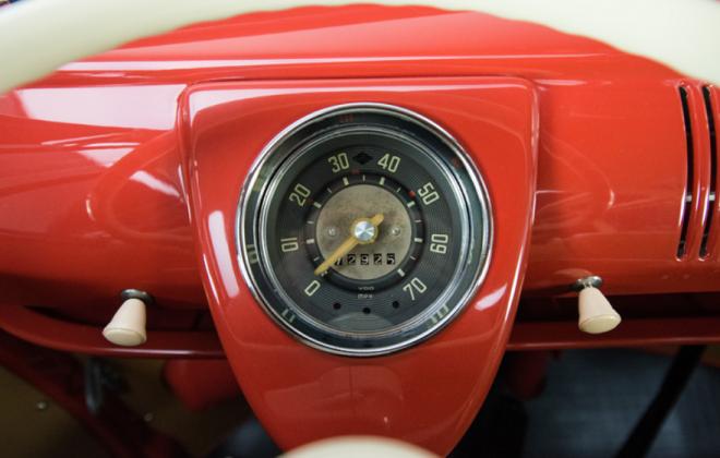 Volkswagen Deluxe Microbus dashboard instruments speedometer.png