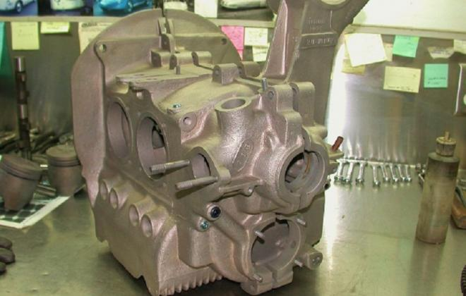 Volkswagen Deluxe Microbus engine compartment block features (4).jpg
