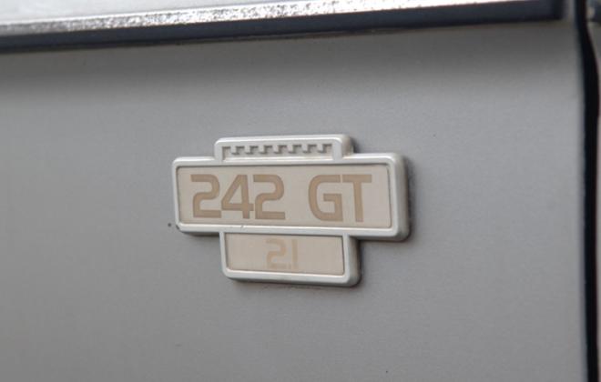 Volvo 242 GT 2.1 badge front fender mudguard badge.png