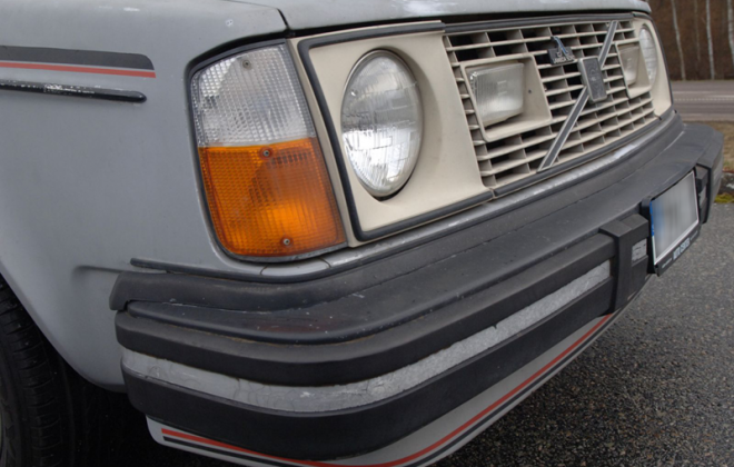Volvo 242 GT combined front indicator and parker lamp.png