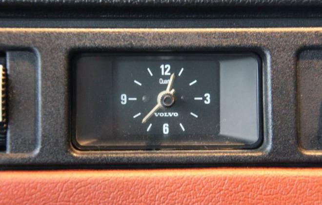 Volvo 242 GT dashboard clock.jpg