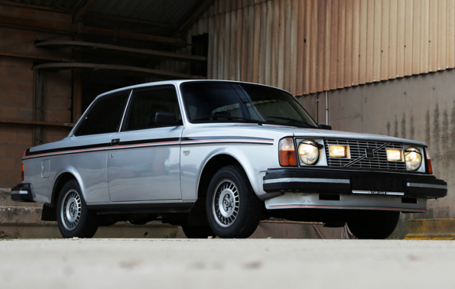 Volvo 242 GT with headlight wipers.png