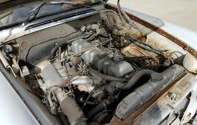 W111 250SE engine coupe (3).jpg