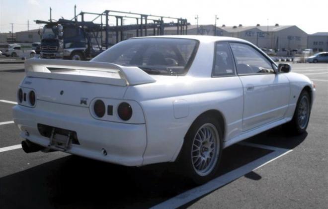 White V-Spec I GTR R32.jpg