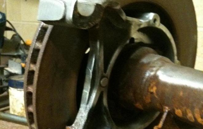 XE Falcon rear ventilated disc brakes (1).jpg