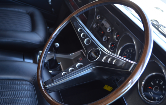 XW Ford Falcon GT 1970 steering wheel dashboard (2).png