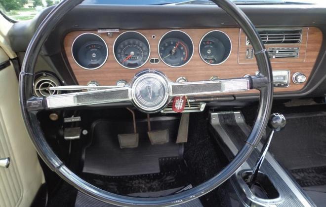 steering wheel, dash, black knob.jpg